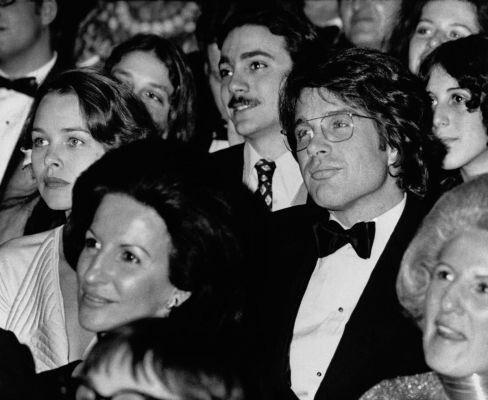 Michelle_Phillips_and_Warren_Beatty_(1975)