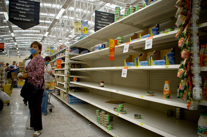 800px-Mexico_City_Empty_Shelves_in_a_Supermarket_Swine_Flu
