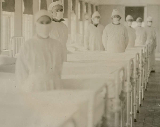 Spanish_flu_in_the_United_States,_United_States_Navy_medical_Hospital_corpsmen_at_Mare_Island_Naval_Shipyard_in_1918,_from-_09-5036-043_influenza_(7839561772)_(cropped)