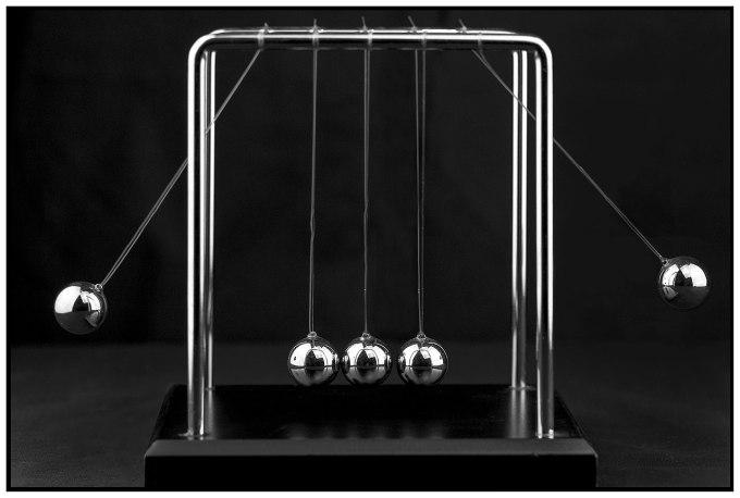 1280px-Newton's_Cradle_(15221366308)