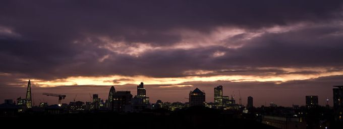 800px-London_Skyline_purple_sunset