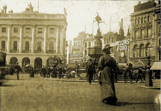 800px-Piccadilly_Circus_1908