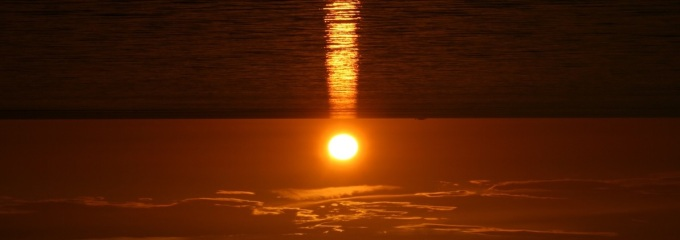 Sunrise_with_linear_reflection