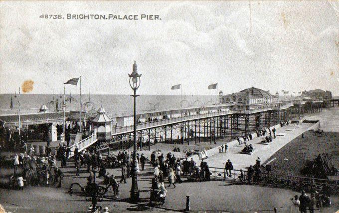 Brighton_Palace_Pier_postcard_dated_1925